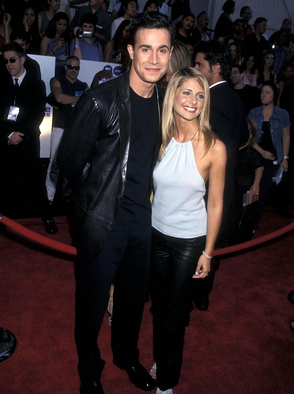 "<p>It isn't unusual for friends to set each other up—inviting two people you think might vibe to a party or a dinner so they can get to know each other. But in Sarah Michelle Gellar and Freddie Prinze Jr.'s case, they got together because their friend never actually showed up. </p><p>In 2000, Sarah and Freddie made plans to grab dinner with a mutual pal. But when that friend missed her flight, Sarah and Freddie (who met when they starred in the 1997 film <em>I Know What You Did Last Summer) </em>decided to go ahead with their plans anyway. ""We'd had tons of dinners before and for some reason it just felt different that night, and organically it just transitioned into something else,"" Sarah told <em><a href=""https://www.youtube.com/watch?v=64wvMKTjwD0"" rel=""nofollow noopener"" target=""_blank"" data-ylk=""slk:Us Weekly"" class=""link rapid-noclick-resp"">Us Weekly</a>. </em></p><p>One marriage, two kids, and 20 years later, ""we still go to that restaurant for dinner,"" Sarah wrote on <a href=""https://www.instagram.com/p/B7_gvXLDqFs/?utm_source=ig_embed"" rel=""nofollow noopener"" target=""_blank"" data-ylk=""slk:Instagram"" class=""link rapid-noclick-resp"">Instagram</a>.</p><p>Because of their roles in the <em>Scooby-Doo </em>franchise as Fred and Daphne, Sarah's on <em>Buffy The Vampire Slayer</em>, and Freddie's in <em>She's All That</em>, this was a match made in aughts heaven. They were that couple who ruled the screen <em>and</em> had real-life staying power. </p><p>Since having kids though, Sarah and Freddie have appeared on fewer red carpets together and focused on their family. ""When my daughter was born, that was pretty much it for me,"" Freddie told <em><a href=""https://www.youtube.com/watch?v=BkWL_XY-pKo"" rel=""nofollow noopener"" target=""_blank"" data-ylk=""slk:E! News"" class=""link rapid-noclick-resp"">E! News</a>, </em>because being a father is ""what I love to do."" But despite the more private lifestyle the couple's adopted, the way they love each other is no different than it was during their early days. To prove it to you, Karen Donaldson, body language expert analyzed their moves over the years.</p>"