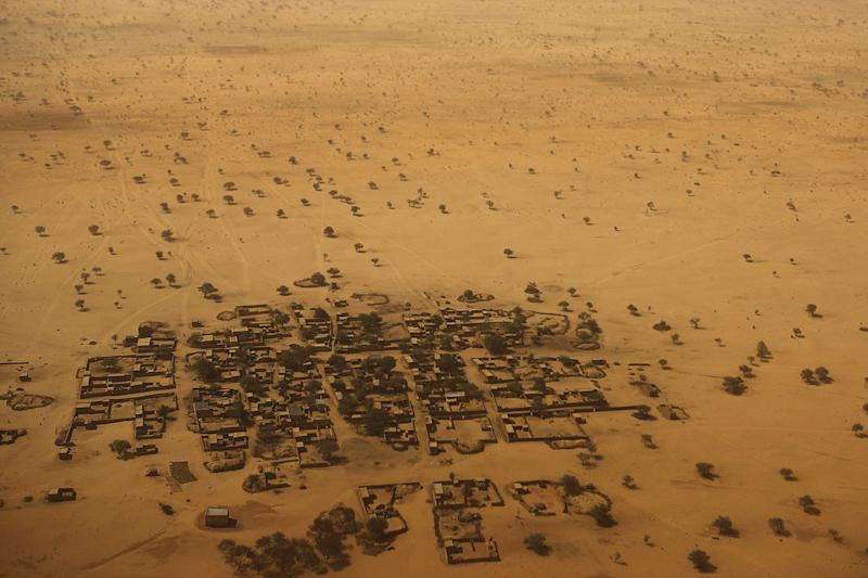 An aerial view shows houses outside the town of Diffa, March 21, 2015. Picture taken March 21, 2015. REUTERS/Joe Penney TPX IMAGES OF THE DAY (Photo: Joe Penney / reuters)