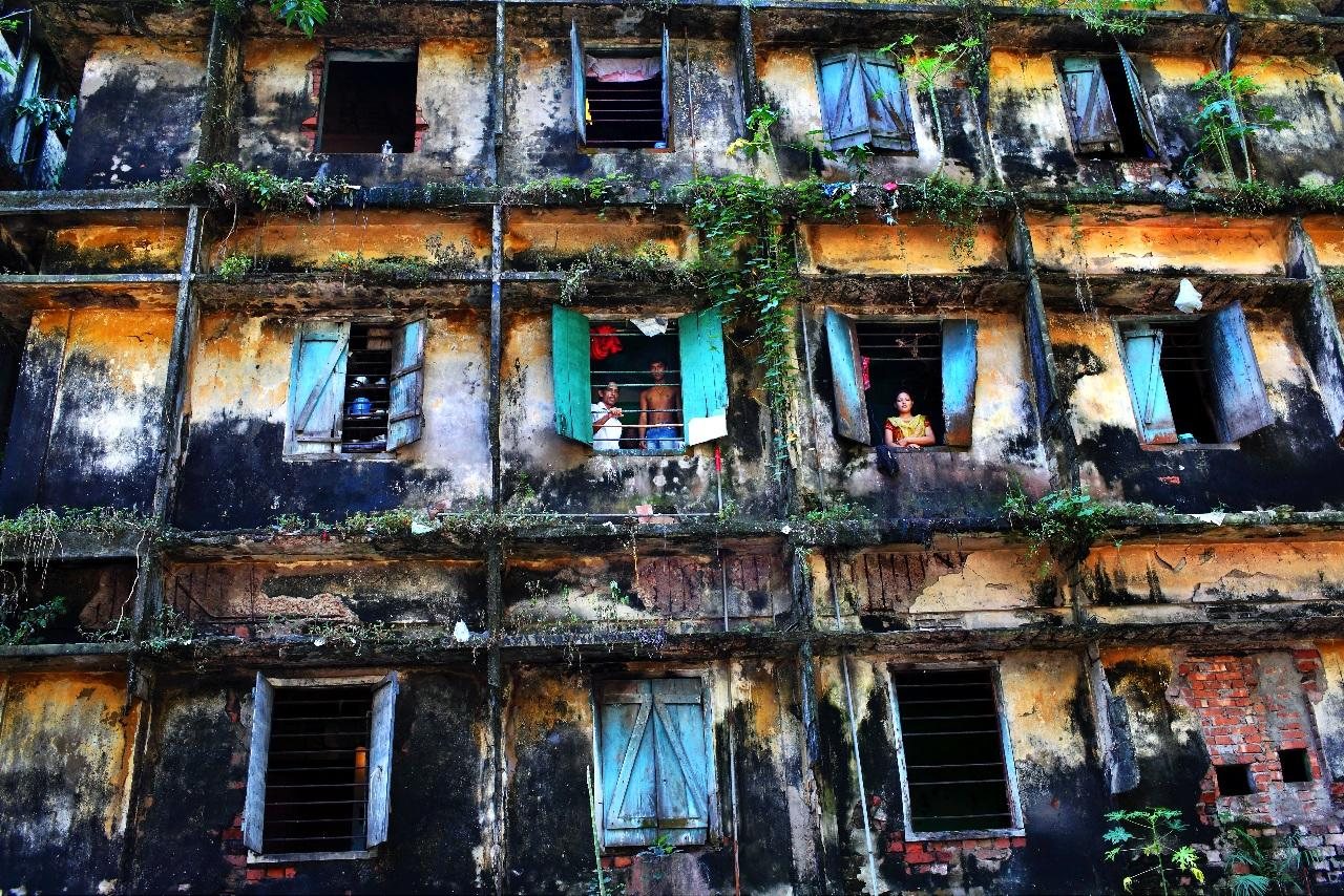 'Survivors' by GMB Akash in Bangladesh. The decreipt building houses eighty families of sweepers, the lowest in the caste system and regarded as 'untouchables' (GMB Akash)