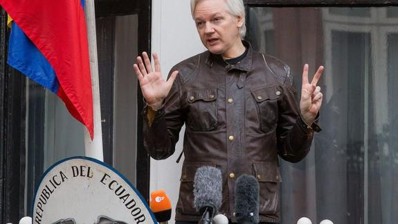 Navy sends inadvertent tweet about Julian Assange, and Assange replies