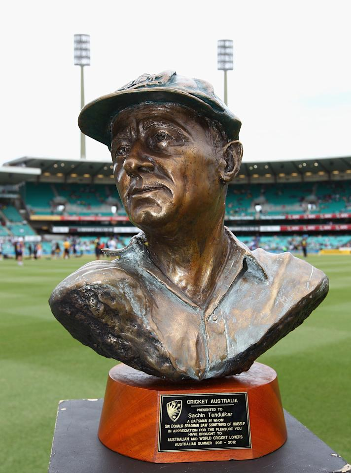 SYDNEY, AUSTRALIA - FEBRUARY 26:  A bust of Sir Donald Bradman was prestented to Sachin Tendulkar of India before his last match at the SCG before the One Day International match between Australia and India at Sydney Cricket Ground on February 26, 2012 in Sydney, Australia.  (Photo by Ryan Pierse/Getty Images)