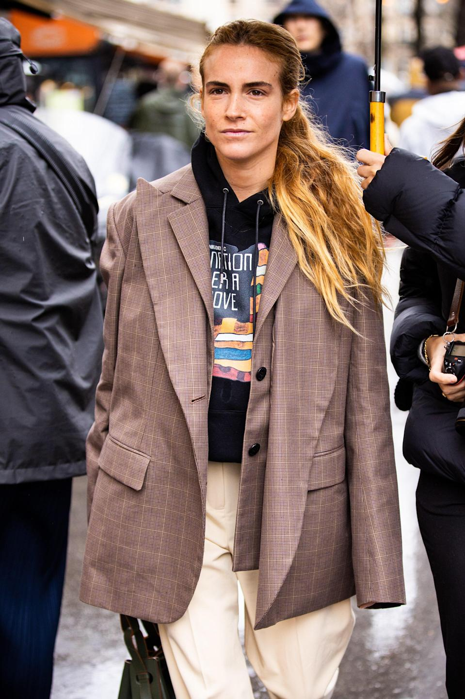 """<h1 class=""""title"""">Street Style - Paris Fashion Week - Womenswear Fall/Winter 2020/2021 : Day Eight</h1> <div class=""""caption""""> Your new fall outfit: a men's hoodie under a men's blazer. </div> <cite class=""""credit"""">Claudio Lavenia</cite>"""