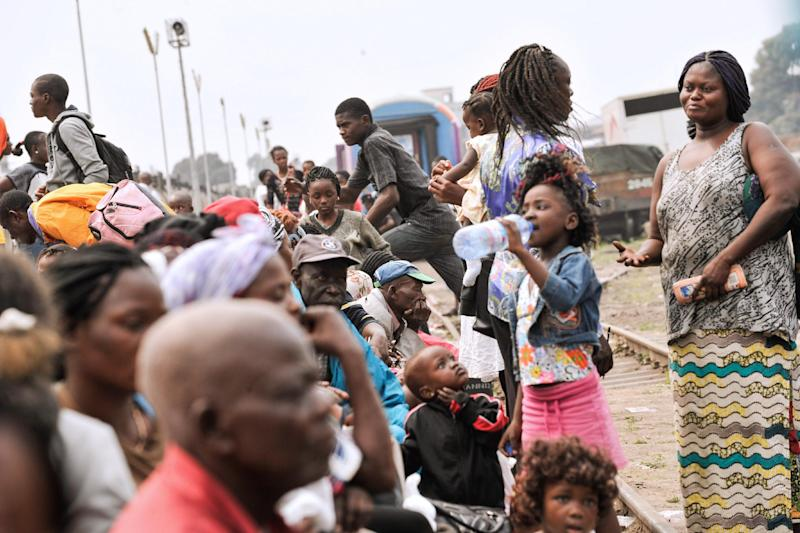 Angolans living in the Democratic Republic of Congo wait at the train station in Kinshasa on August 19, 2014 before heading back to their country (AFP Photo/Junior D. Kannah)