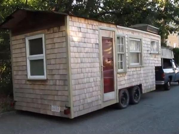 Radachowsky's 120-square foot house. (Photo: gypsyliving.org)