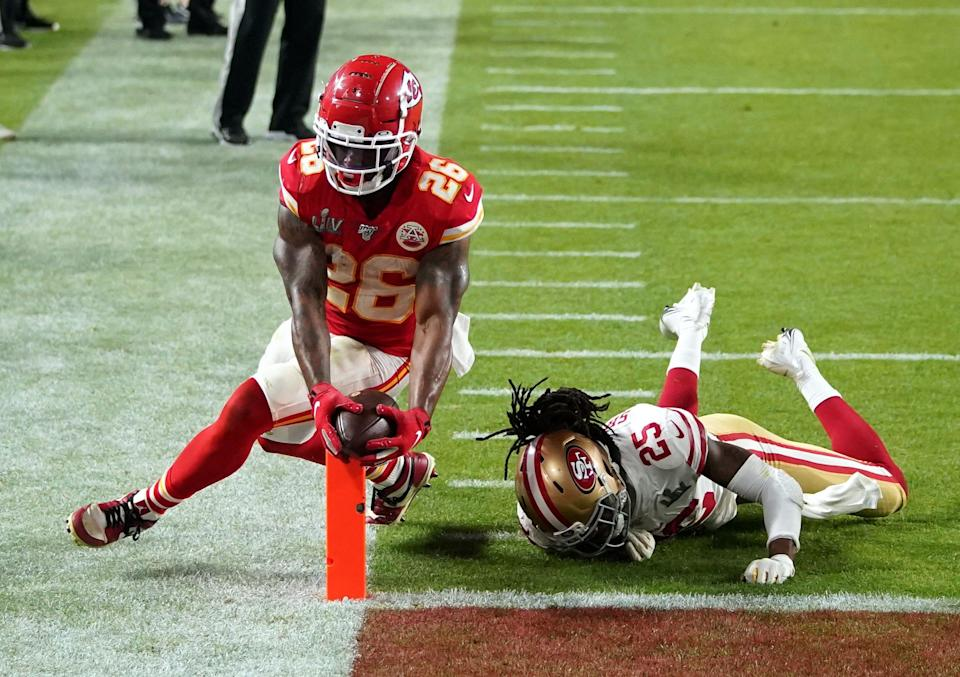 Chiefs RB Damien Williams (26) scores the go-ahead TD of Super Bowl 54.