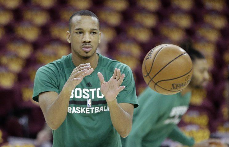 Pistons acquire Bradley in trade with Celtics