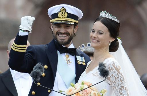 Swedish prince weds former glamour model