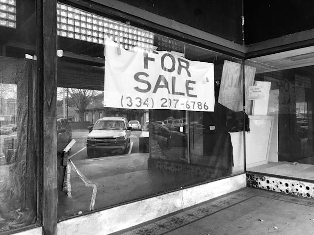 "<p>A ""for sale "" sign on an empty building in downtown Selma, Ala. (Photo: Holly Bailey/Yahoo News) </p>"