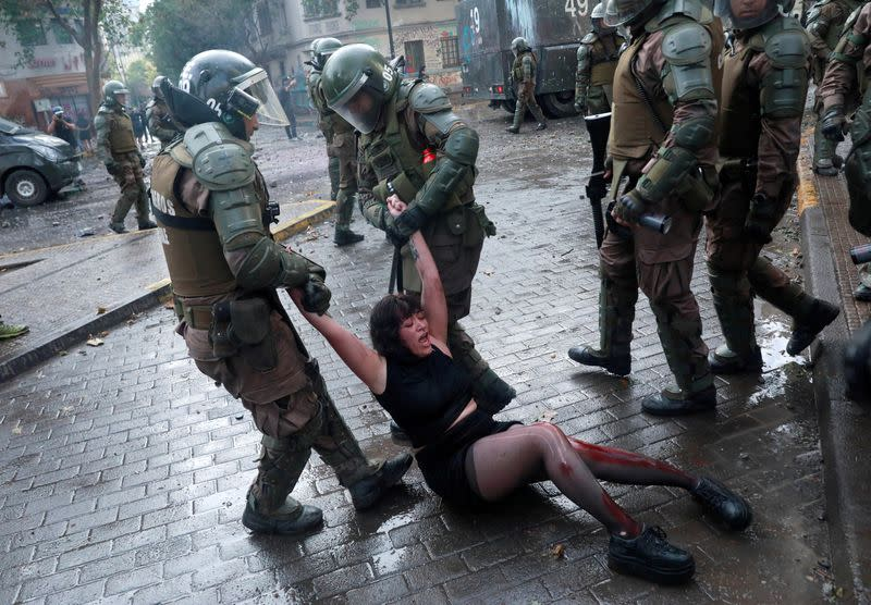 FILE PHOTO: The Wider Image: Human rights abuse accusations proliferate in Chile unrest