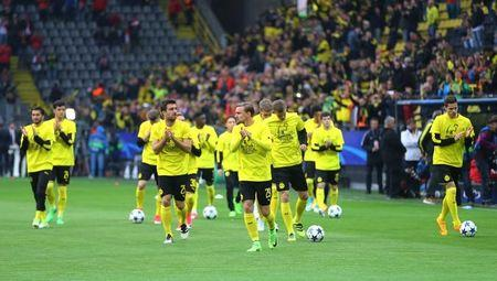 Football Soccer - Borussia Dortmund v AS Monaco - UEFA Champions League Quarter Final First Leg - Signal Iduna Park, Dortmund, Germany - 12/4/17 Borussia Dortmund players walk on to the pitch before the game Reuters / Kai Pfaffenbach Livepic