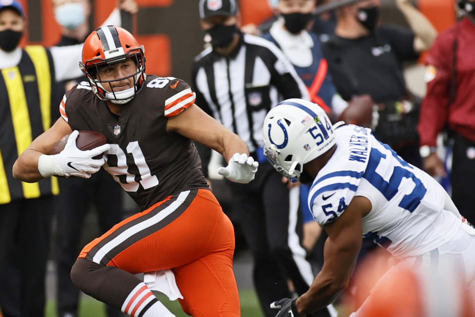 Cleveland Browns tight end Austin Hooper (81) tries to avoid a tackle by Indianapolis Colts middle linebacker Anthony Walker (54) during the first half of an NFL football game, Sunday, Oct. 11, 2020, in Cleveland. (AP Photo/Ron Schwane)