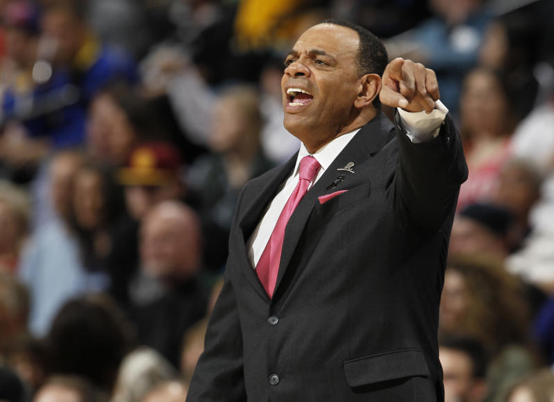 Memphis Grizzlies coach Lionel Hollins talks to his players the first quarter of an NBA basketball game against the Denver Nuggets in Denver on Friday, March 15, 2013. (AP Photo/David Zalubowski)