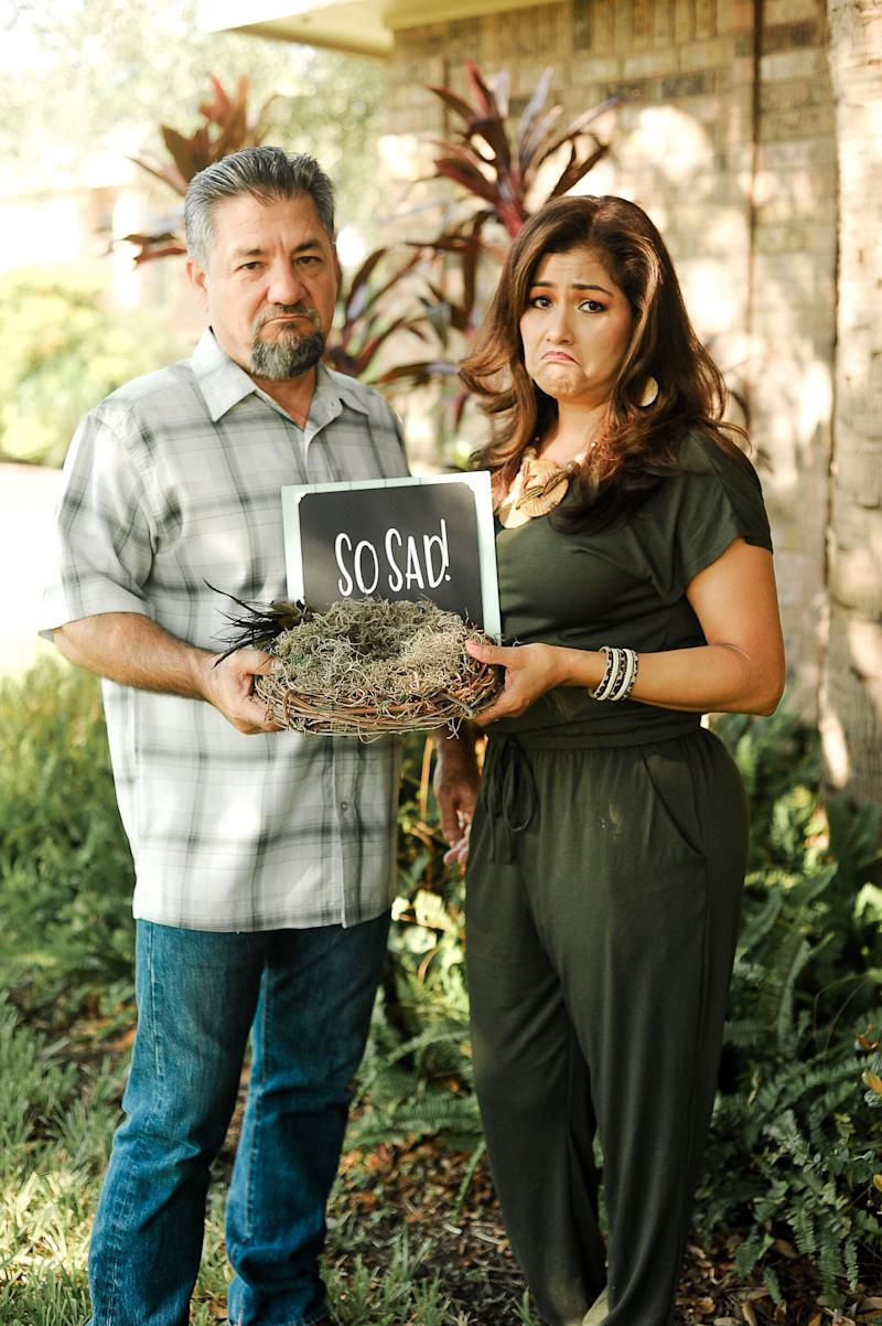 "The couple holding up a bird's nest with an accompanying sign. (Photo: <a href=""https://www.instagram.com/photographymelyssaanne/"" target=""_blank"">Melyssa Anne Photography </a>)"