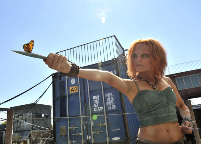 "Stephanie Leonidas as Irisa in the ""Defiance"" episode, ""The Devil in the Dark."""