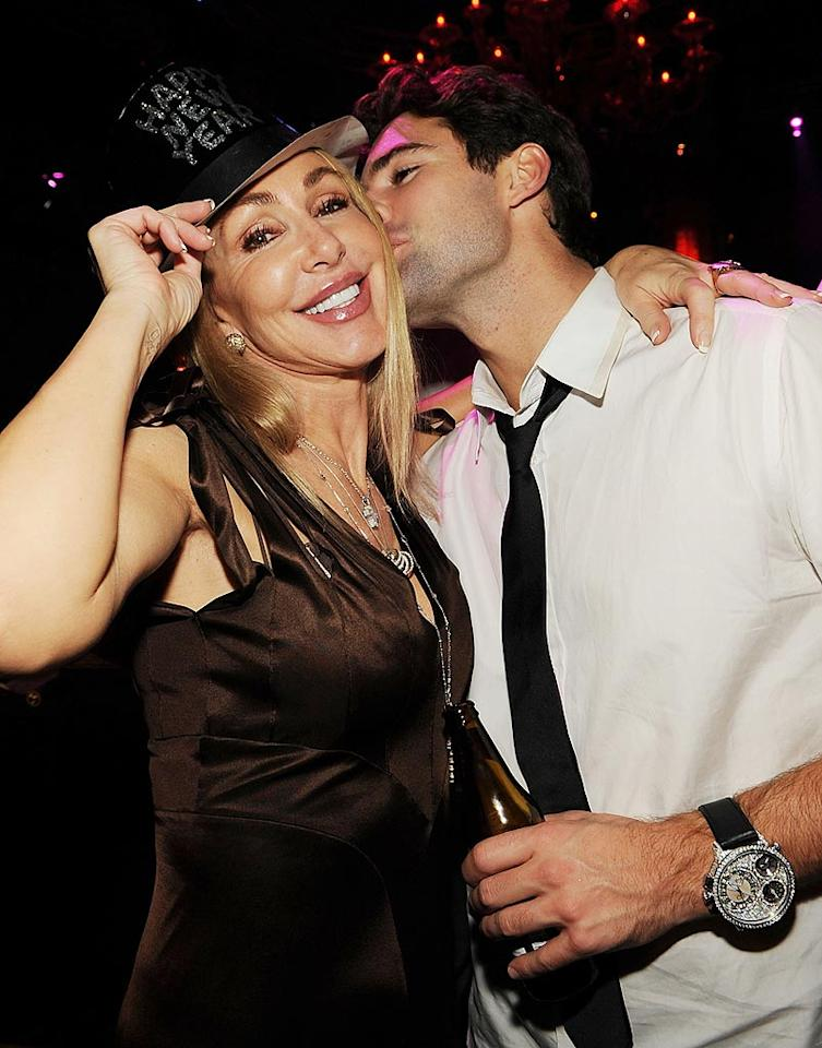 """Who needs a bromance when you've got mom? Brody Jenner gave mom Linda Thompson a sweet New Year's kiss inside LAVO. Denise Truscello/<a href=""""http://www.wireimage.com"""" target=""""new"""">WireImage.com</a> - December 31, 2008"""
