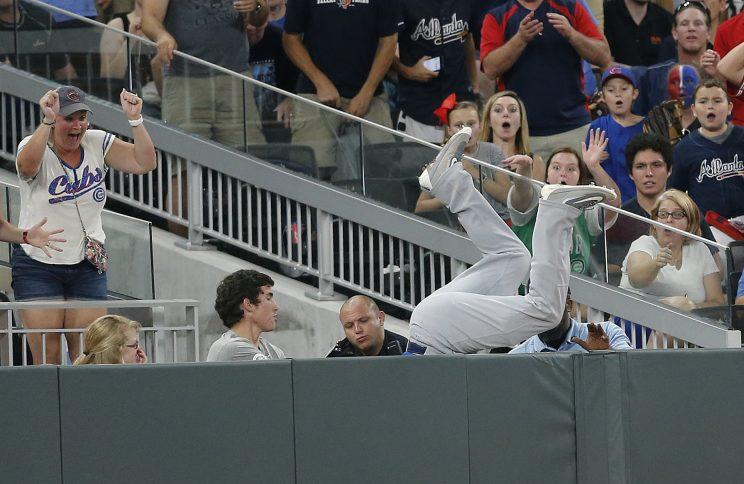 Cubs outfielder Kyle Schwarber took a tumble Monday night. (AP Photo)
