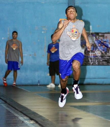Calvin Abueva in the 50m sprint. (PBA Images)