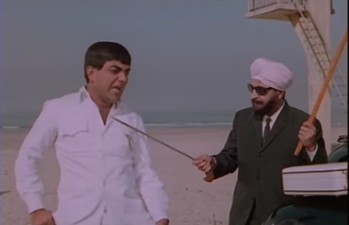 Essaying the role of a dacoit in the film, Pran donned multiple avatars. Seen here with Mehmood.