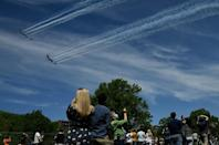 The US Navy Blue Angels and US Air Force Thunderbirds fly over Washington, DC (AFP Photo/Olivier DOULIERY)