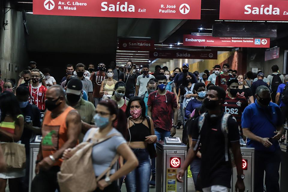 SAO PAULO, Jan. 29, 2021 -- People wearing face masks are seen at a subway station in Sao Paulo, Brazil, Jan. 28, 2021. Brazil on Thursday reported 61,811 new COVID-19 cases, taking its nationwide tally to 9,058,687, said the Health Ministry.    The country also registered 1,386 more COVID-19 deaths in the previous 24 hours, raising the national count to 221,547, it said. (Photo by Rahel Patrasso/Xinhua via Getty) (Xinhua/Rahel Patrasso via Getty Images)