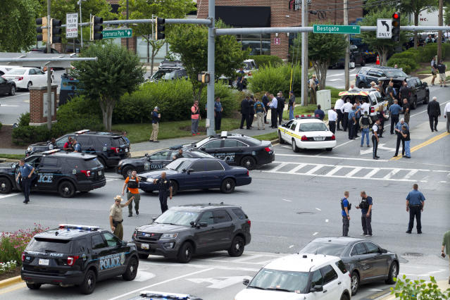<p>Maryland police officers block the intersection at the building entrance, after multiple people were shot at a newspaper in Annapolis, Md., Thursday, June 28, 2018. (Photo: Jose Luis Magana/AP) </p>