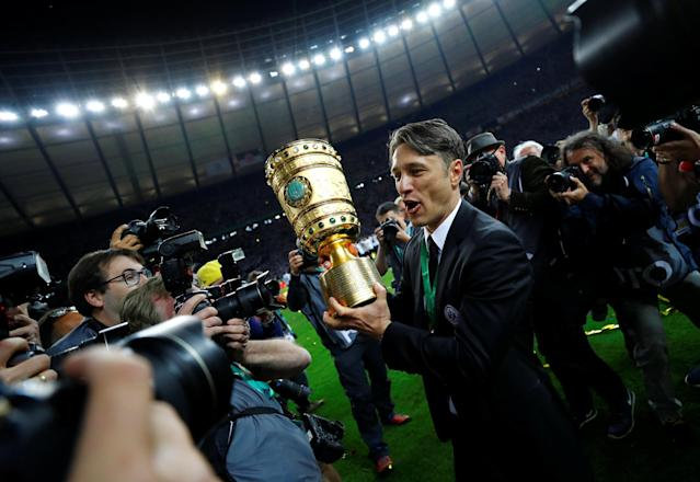 Soccer Football - DFB Cup Final - Bayern Munich vs Eintracht Frankfurt - Olympiastadion, Berlin, Germany - May 19, 2018 Eintracht Frankfurt coach Niko Kovac celebrates with the trophy after winning the DFB Cup REUTERS/Kai Pfaffenbach DFB RULES PROHIBIT USE IN MMS SERVICES VIA HANDHELD DEVICES UNTIL TWO HOURS AFTER A MATCH AND ANY USAGE ON INTERNET OR ONLINE MEDIA SIMULATING VIDEO FOOTAGE DURING THE MATCH.