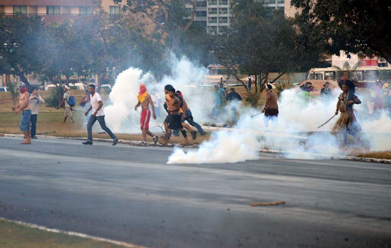 Brazilian social movement activists clash with riot police