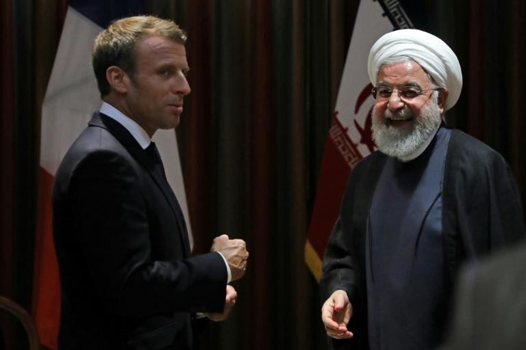 France's Emmanuel Macron (L) speaks with his Iranian counterpart Hassan Rouhani at the UN General Assembly (AFP Photo/LUDOVIC MARIN)