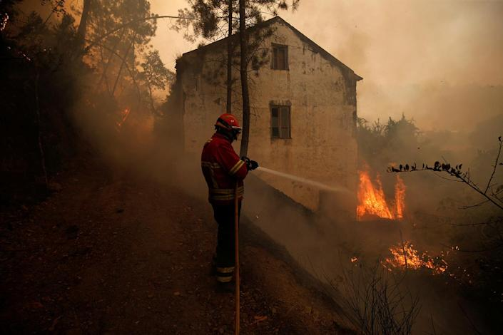 <p>A firefighter works to put out a forest fire in the village of Carvoeiro, near Castelo Branco, Portugal, July 25, 2017. (Rafael Marchante/Reuters) </p>