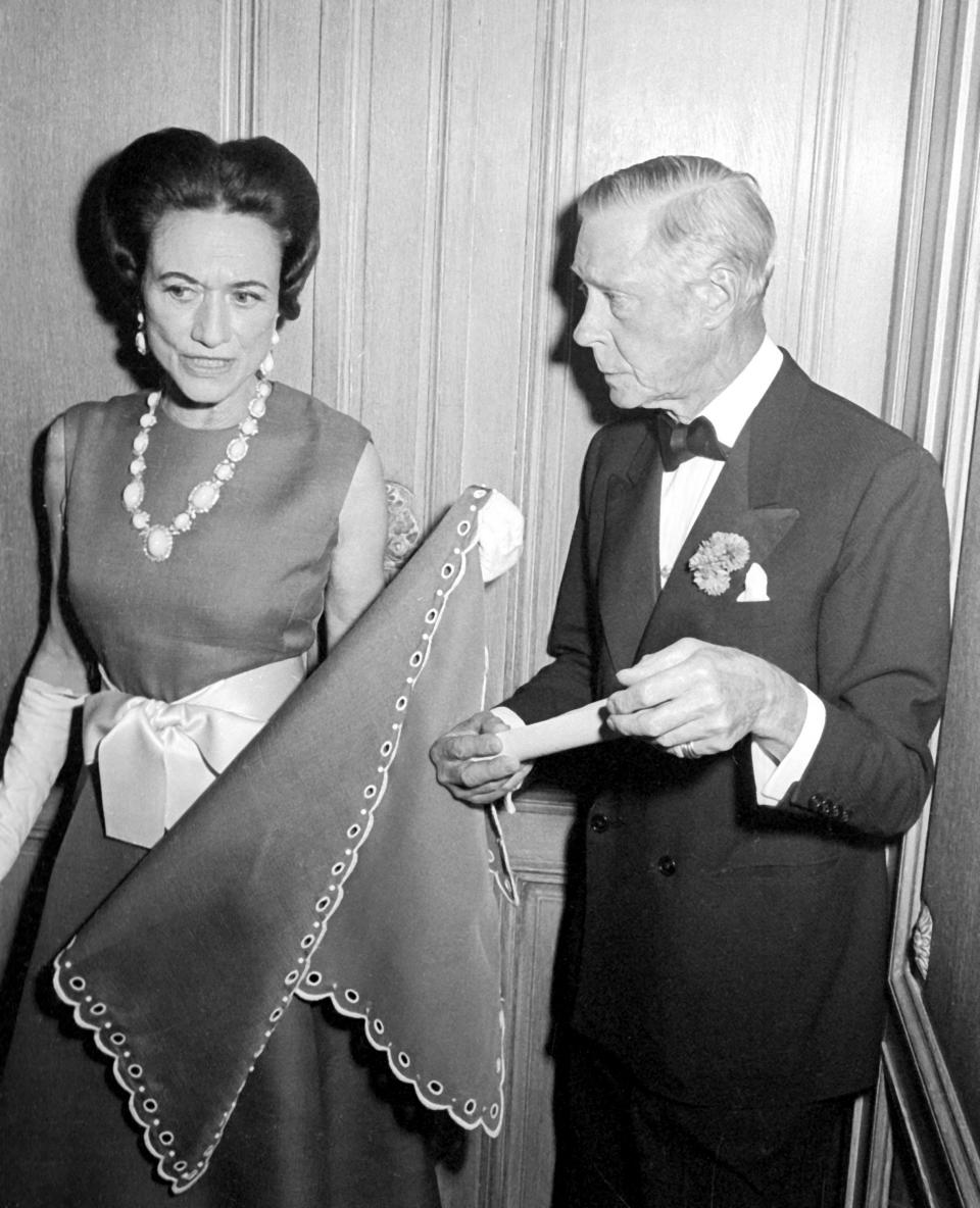 Wallis Simpson, Duchess of Windsor and Edward VIII, Duke of Windsor attend The Wildenstein Gallery Opening in New York City on May 21, 1968. (Photo by Ron Galella/Ron Galella Collection via Getty Images)
