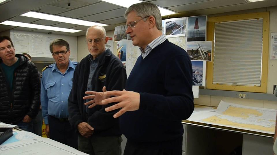 Survey confirms federal scientists feel muzzled by Harper information clampdown