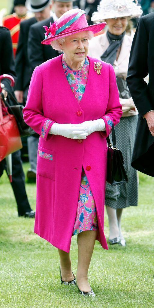 <p>At Derby Day in 2008, the Queen showed off contrasting shades of turquoise and hot pink.</p>