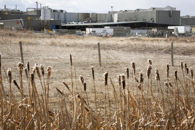 The Cargill beef plant near High River, Alta., is shown April 23, 2020. A union is trying to halt the planned reopening of an Alberta meat packing plant that has been the site of a major COVID-19 outbreak. There have been 921 cases of the virus at the Cargill plant south of Calgary, which has 2,000 workers. THE CANADIAN PRESS/Jeff McIntosh