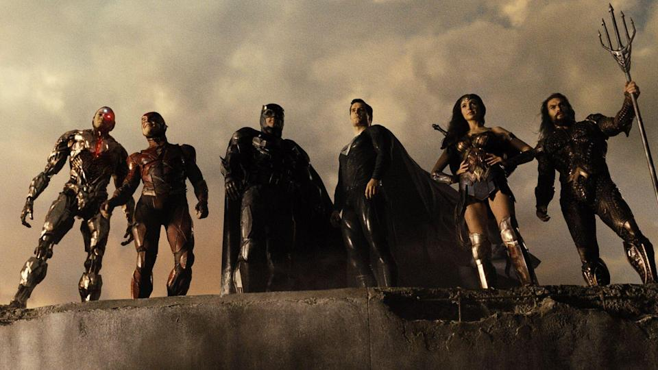 Sie sind Helden, von links: Cyborg (Ray Fisher), The Flash (Ezra Miller), Batman (Ben Affleck), Superman (Henry Cavill), Wonder Woman (Gal Gadot) und Aquaman (Jason Momoa). (Bild: 2021 Warner Bros. Entertainment Inc. JUSTICE LEAGUE and all related characters and elements are trademarks of and DC Comics. )