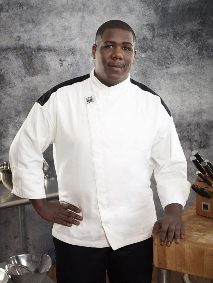 <b>Name:</b> Tavon Hubbard<br><b>Age:</b> 22<br><b>Occupation:</b> Executive Chef<br><b>Hometown:</b> Washington, D.C.<br><b>Signature Dish:</b> Seafood Linguine