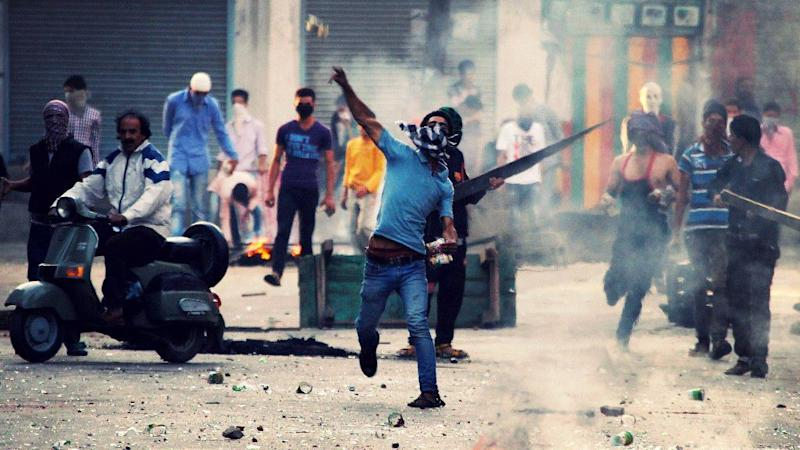 One Killed in Srinagar as Security Forces Fire on Protesters