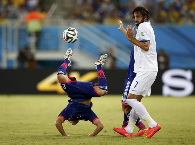 Greece's Giorgios Samaras commits a foul against Japan's Atsuto Uchida (L) during their 2014 World Cup Group C soccer match at the Dunas arena in Natal June 19, 2014. REUTERS/Toru Hanai (BRAZIL - Tags: SOCCER SPORT WORLD CUP TPX IMAGES OF THE DAY) TOPCUP