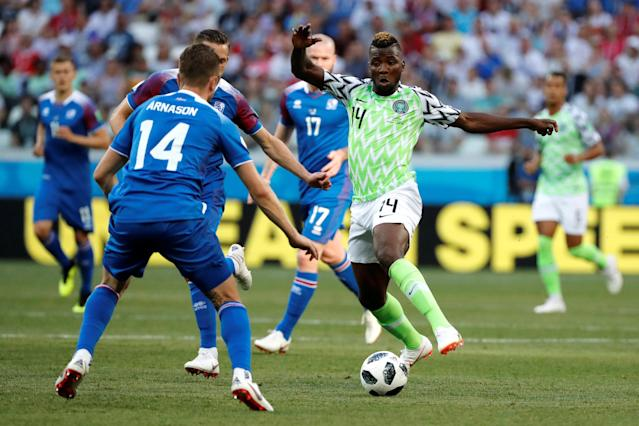 Soccer Football - World Cup - Group D - Nigeria vs Iceland - Volgograd Arena, Volgograd, Russia - June 22, 2018 Nigeria's Kelechi Iheanacho in action with Iceland's Kari Arnason and Gylfi Sigurdsson REUTERS/Jorge Silva