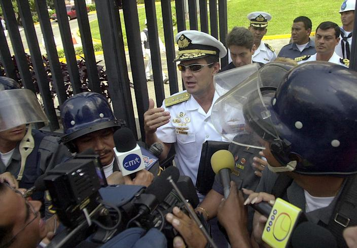 Venezuelan Navy Vice Adm. Carlos Molina Tamayo, center, speaks with the media at Navy Headquarters in Caracas, Venezuela, in February 2002, less than two months before the coup. (Photo: Fernando LLano/AP)