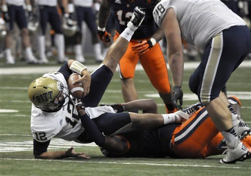 Syracuse holds off Pitt 14-13