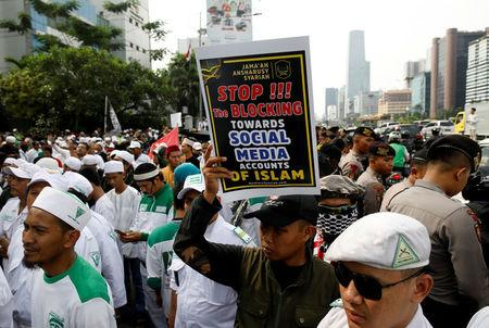 Islamists hold a protest rally outside Facebook's local headquarters accusing the social media giant of discrimination for blocking some pages operated by hardline groups in Jakarta, Indonesia January 12, 2018. REUTERS/Darren Whiteside