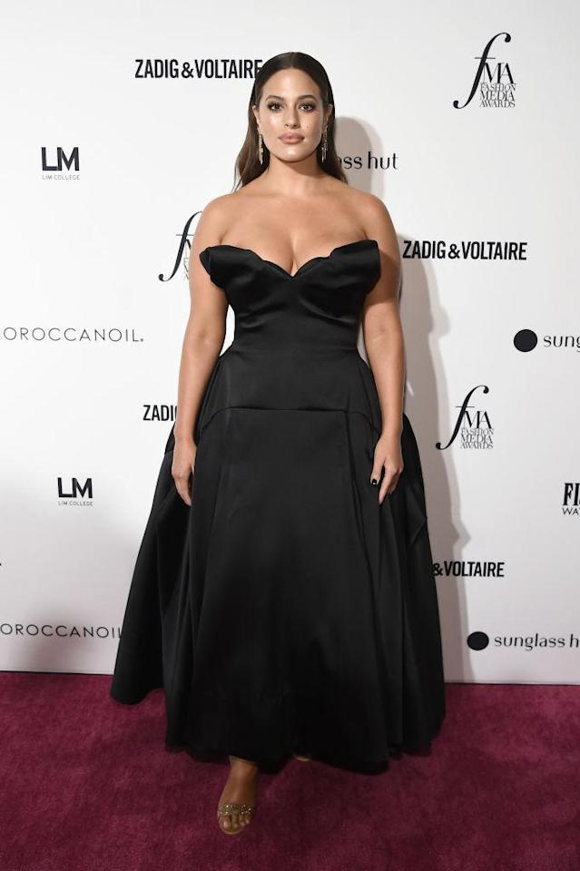 <p>Model Ashley Graham stole the spotlight in a cold-shoulder ballgown and sparkly earrings on September 6. <em>[Photo: Getty]</em> </p>