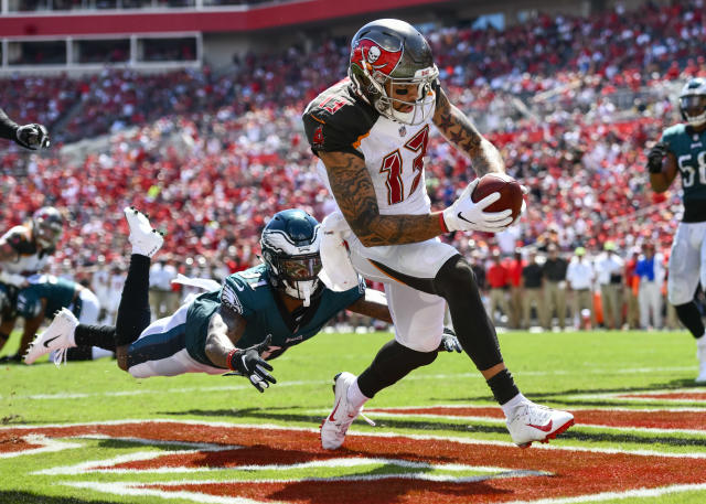 <p>Tampa Bay Buccaneers wide receiver Mike Evans (13) catches a touchdown pass and avoids the tackle by Philadelphia Eagles cornerback Jalen Mills (31) during the second half of an NFL game between the Philadelphia Eagles and the Tampa Bay Buccaneers on September 16, 2018, at Raymond James Stadium in Tampa, FL. The Bucs defeated the Eagles 27-21. (Photo by Roy K. Miller/Icon Sportswire) </p>