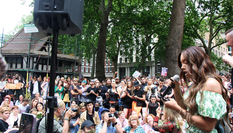 Munroe Bergdorf addresses the crowd at London Trans+ Pride. (Charlie Mathers/@charlie.mathers)