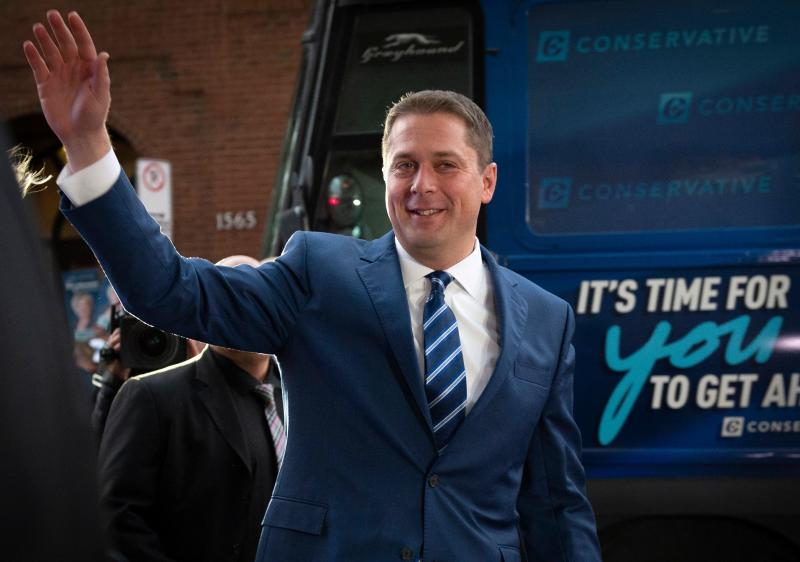 "Leader of the Conservative Party of Canada Andrew Scheer waves as he arrives for the French debate for the 2019 federal election, the ""Face-a-Face 2019"" presented in the TVA studios, in Montreal (Getty Images)"