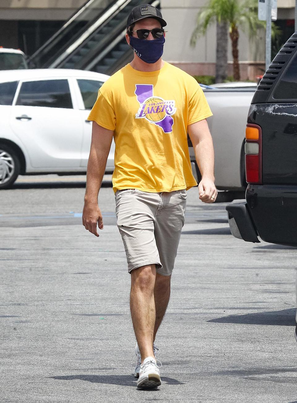 <p>Miles Teller dons a mask and Lakers tee for an errand run in Los Angeles on Thursday.</p>