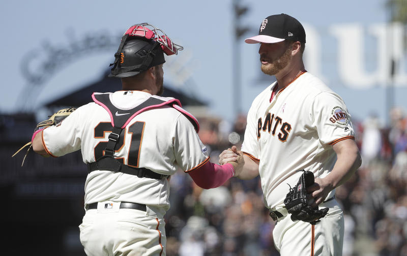 Sandoval's homer, 3 hits help Giants beat Reds 6-5