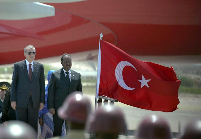 Handout photo by African Union Mission in Somalia on January 25, 2015, shows Turkey's President Recep Tayyip Erdogan (L) welcomed by Somali President Hassan Sheikh Mohamud upon his arrival for in Mogadishu (AFP Photo/Ilyas Ahmed)