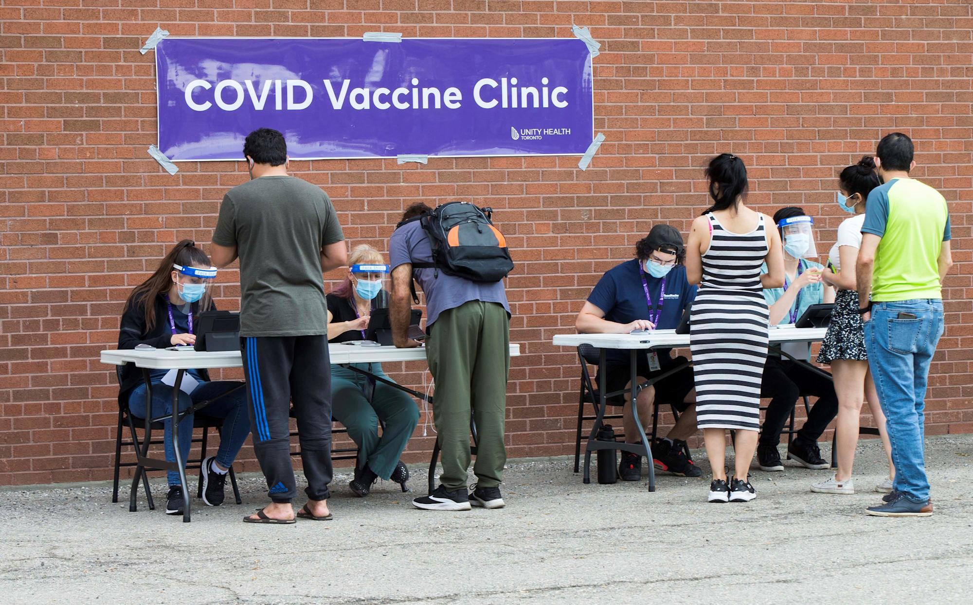 'It's the right choice': Ontario doctors reassure the public on mixing Pfizer, Moderna COVID-19 vaccine doses - Yahoo News