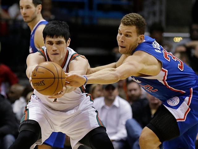 Los Angeles Clippers (32) Blake Griffin steals the ball against Milwaukee Bucks' Ersan Ilyasova, left, during the first half of an NBA basketball game, Monday, Jan. 27, 2014, in Milwaukee. (AP Photo/Jeffrey Phelps)